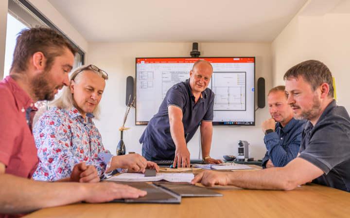 Planungsleistungen, Produktberatung & Ausführung Containerbau LE Cubes Pergola & Glasschiebeelemente